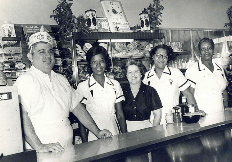 Izzys and Rose with Waitresses at Elm Street